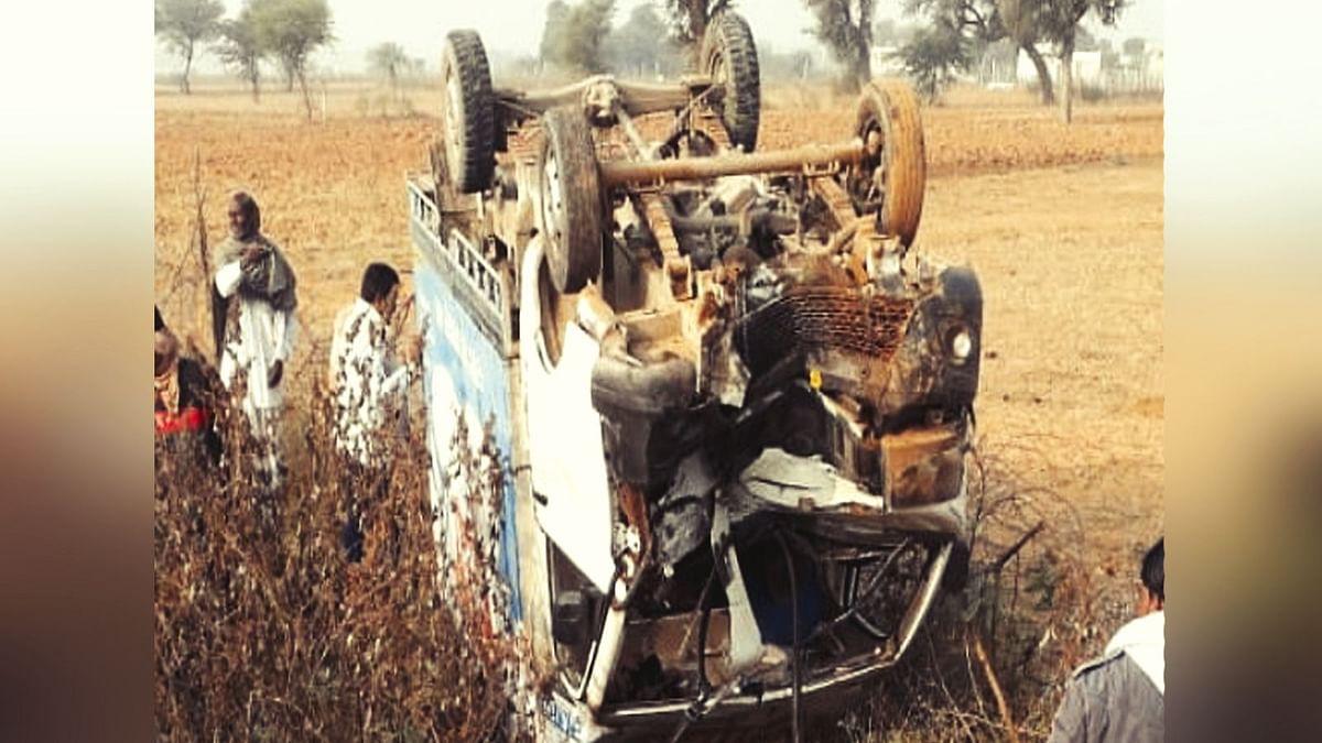 मजदूरों से भरी पिकअप वैन पलटी, 3 की मौत