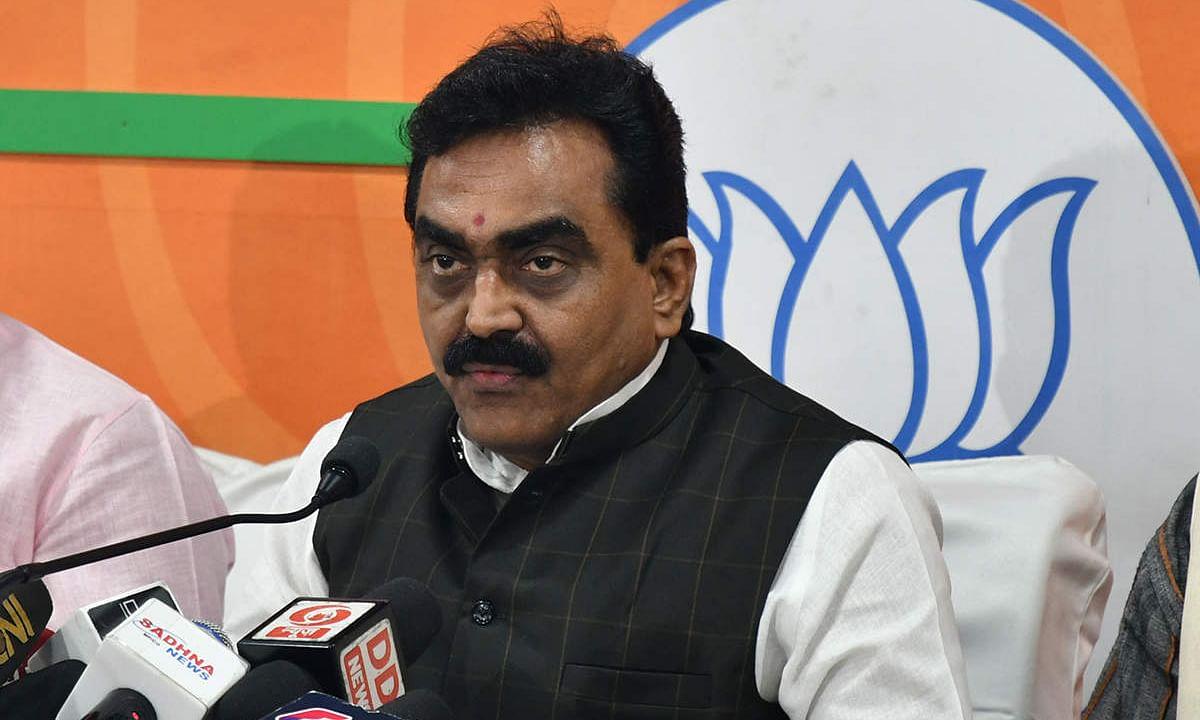 मध्यप्रदेश में कमलनाथ की सरकार घोषणावीर सरकार है : राकेश सिंह