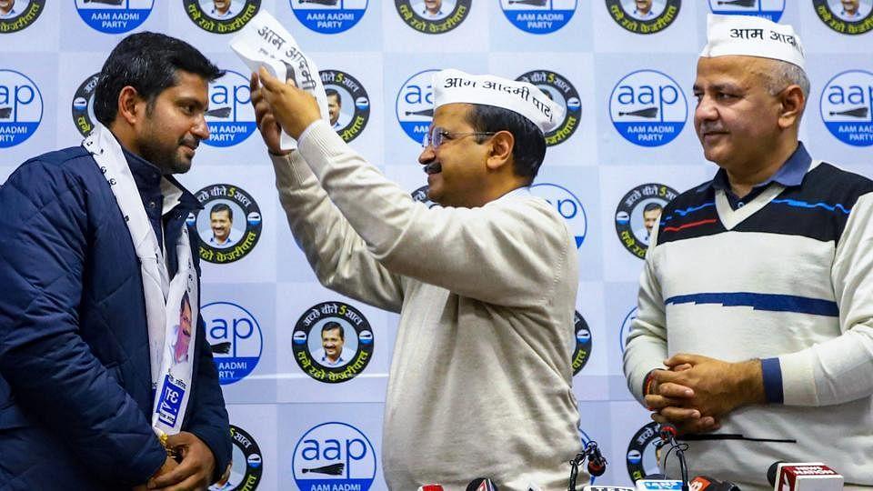 दिल्ली चुनाव: दिल्ली कांग्रेस नेताओं ने थामा 'AAP' का दामन