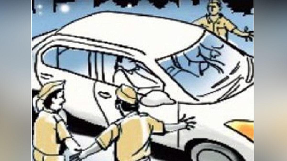 चेकिंग के दौरान पुलिस ने दो लोगों को दबोचा