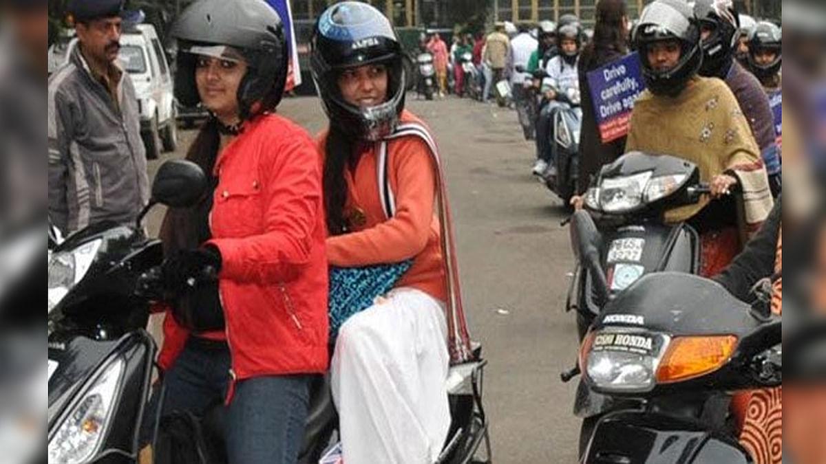 मोटरयान एक्ट को लेकर लगी याचिका, महिलाओं के लिए हो हेलमेट अनिवार्य