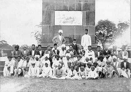 रणस्तंभ के सामने डॉ. बी. आर. अम्बेडकर