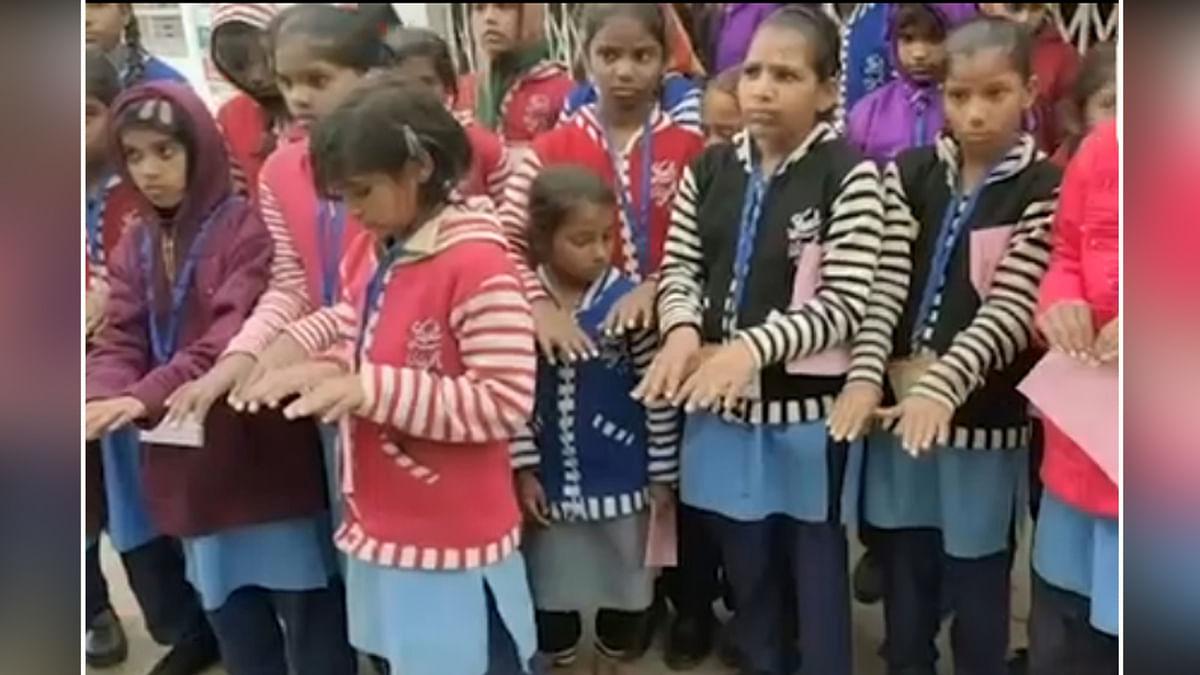 टीचर ने दिखाई अमानवीयता : मार-मार कर सुजा दी छात्राओं की हथेलियाँ