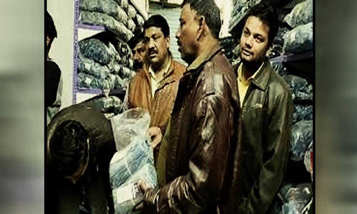 भोपाल में चल रहा लाखों का नकली कपड़ा व्यापार, पुलिस ने मारा छापा