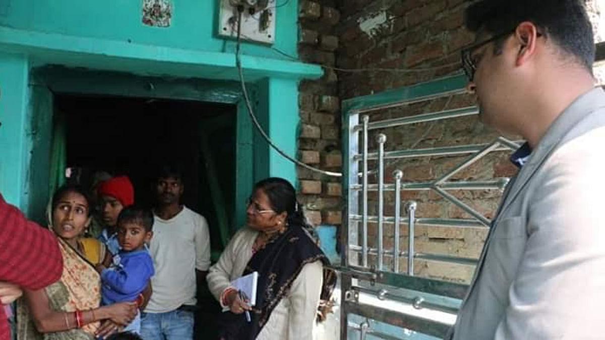 अतिकुपोषित बच्चों से मिलने पैदल चलकर, कलेक्टर पहुंचे उनके घर