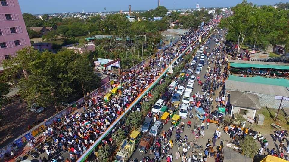 रैली में 300 मीटर लंबा तिरंगा लेकर हज़ारों की संख्या में  लोग शामिल हुए