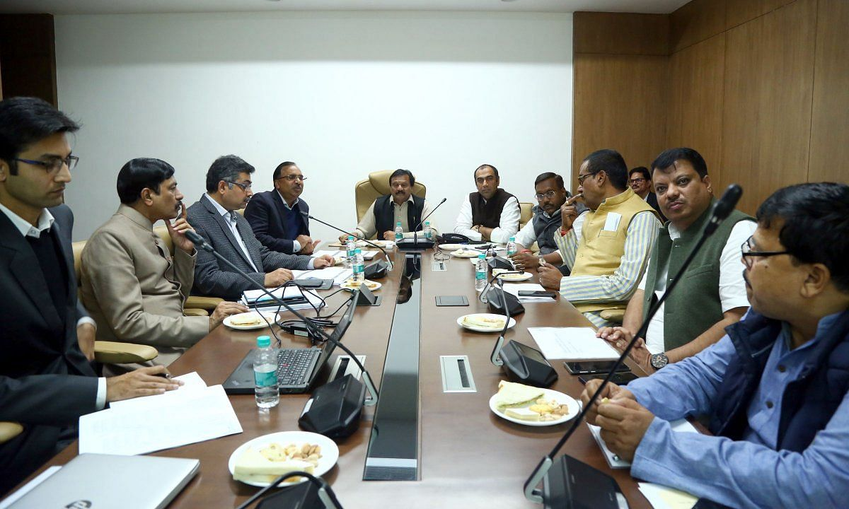 मंत्री सज्जन सिंह ने ऊर्जा विभाग की बैठक में योजनाओं की समीक्षा की