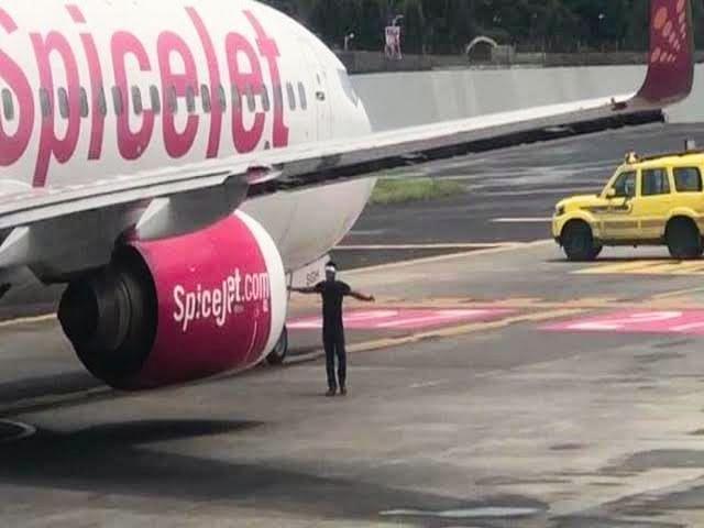 एयरपोर्ट सुरक्षा में युवक ने की सेंधमारी