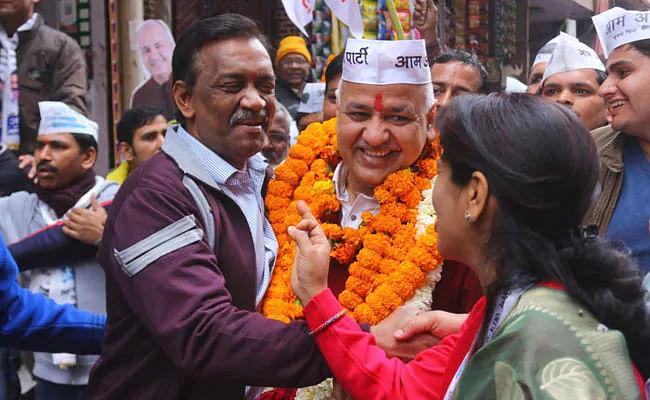 दिल्ली की पटपड़गंज विधानसभा में आप नेता का रोड शो