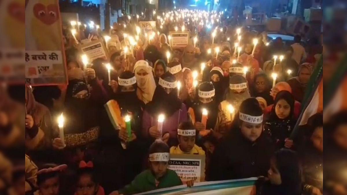 कैंडल मार्च : जब शाहीन बाग का नजारा दिखा नजीराबाद में