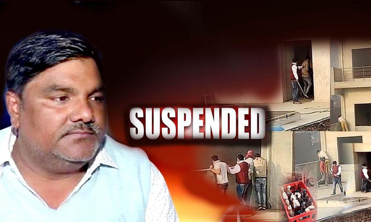 दिल्ली हिंसा: आरोपी ताहिर हुसैन पर बड़ा एक्शन, पार्टी से सस्पेंड