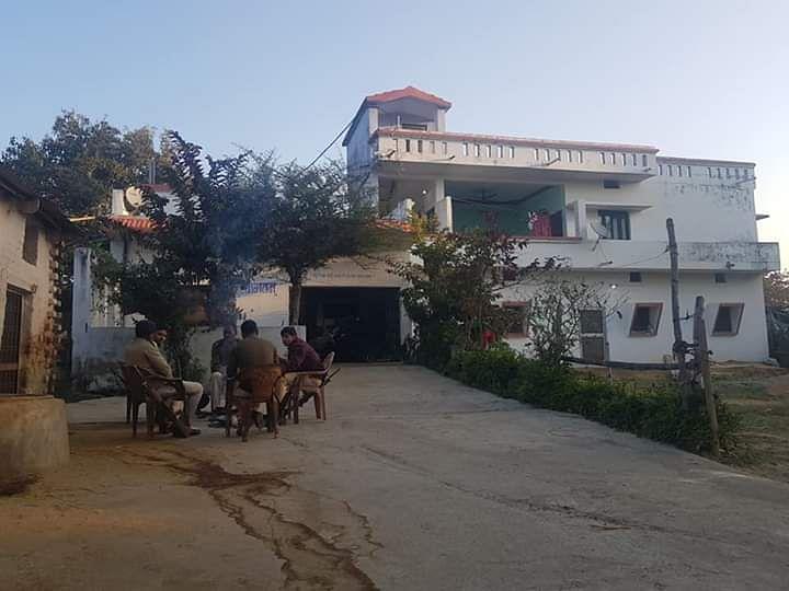 रीवा जिले के चोरहटा थाना क्षेत्र के अमवा गाव में चल रही कार्यवाही