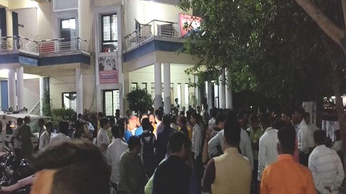 कांग्रेस का बीजेपी ऑफिस पर पथराव वाला शांतिपूर्ण विरोध, कई पर FIR