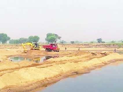 सोन नदी में अवैध उत्खनन करते धराये 5 वाहन
