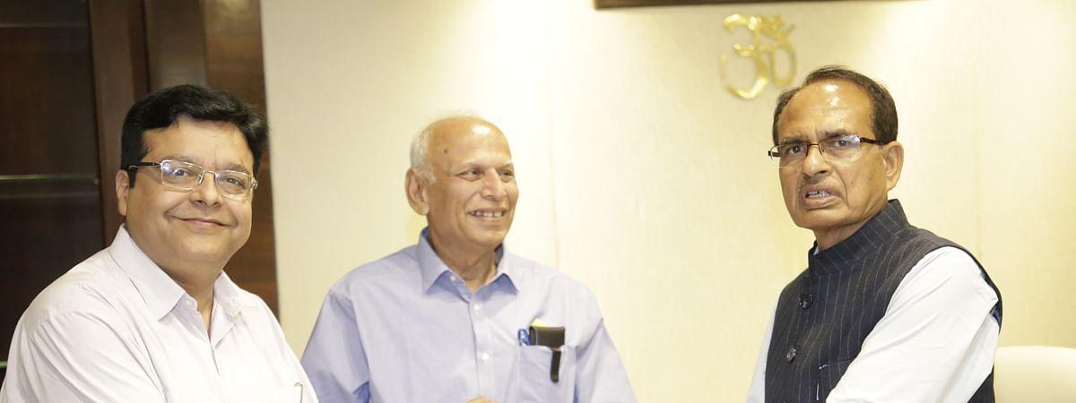 मुख्यमंत्री शिवराज ने जन-सहयोग में एक माह का वेतन देने की घोषणा