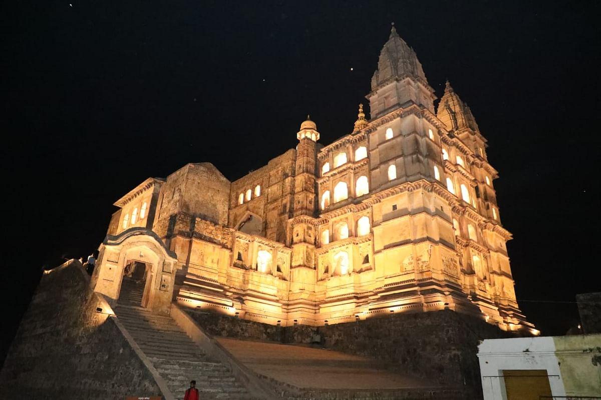 मध्यप्रदेश का प्रसिद्ध पर्यटन स्थल ओरछा।
