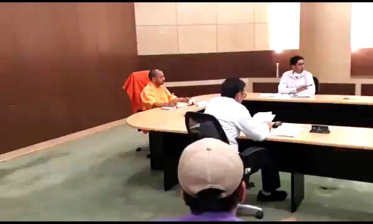 CM योगी की फटकार के बाद डीएम ने पत्र लिखकर सभी को चौंकाया
