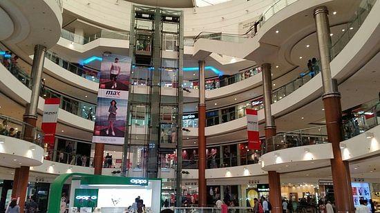 लापरवाह अधिकारी, मनमौजी संचालक: कोरोना अलर्ट के बावजूद खुले ये मॉल