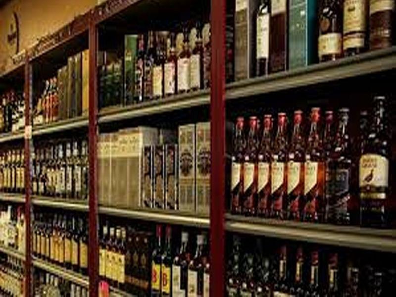 लॉकडाउन के बीच प्रदेश में खुली शराब की दुकानें