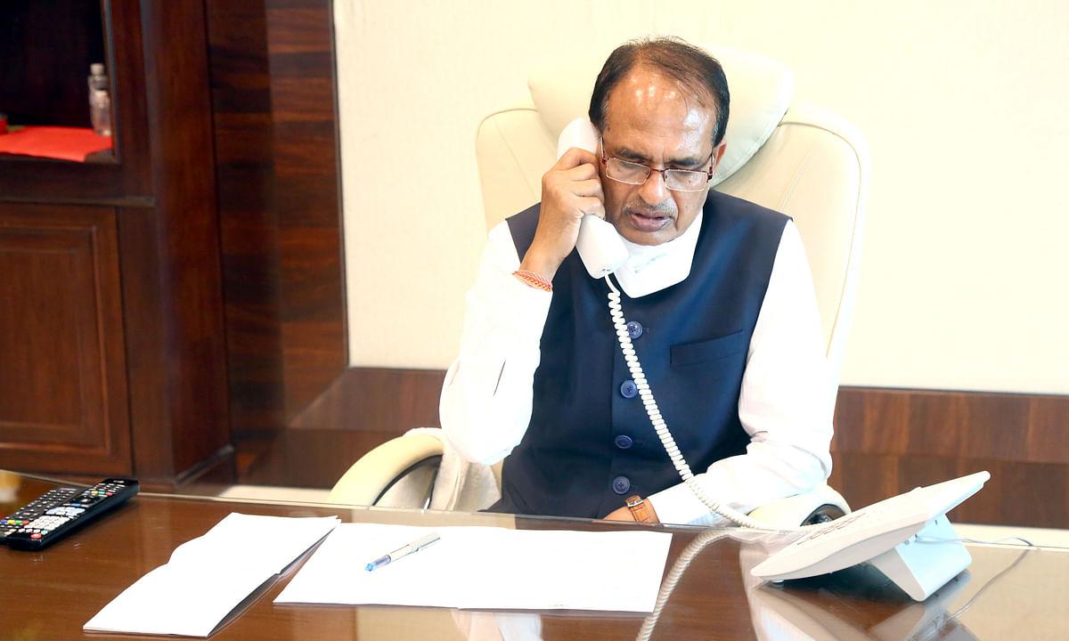 सीएम ने इंदौर के सेवाभावियों से फोन पर की बातचीत, जनता से की अपील