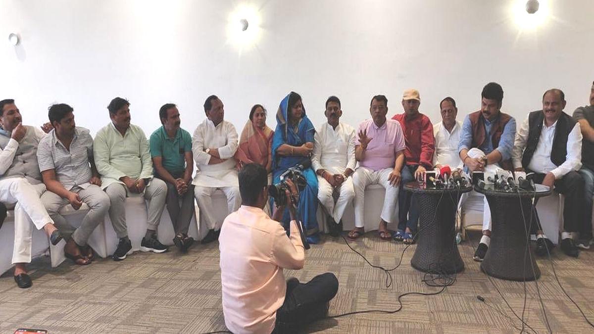 MP में सत्ता संघर्ष चरम पर, CM को जमकर कोस रहे बागी विधायक