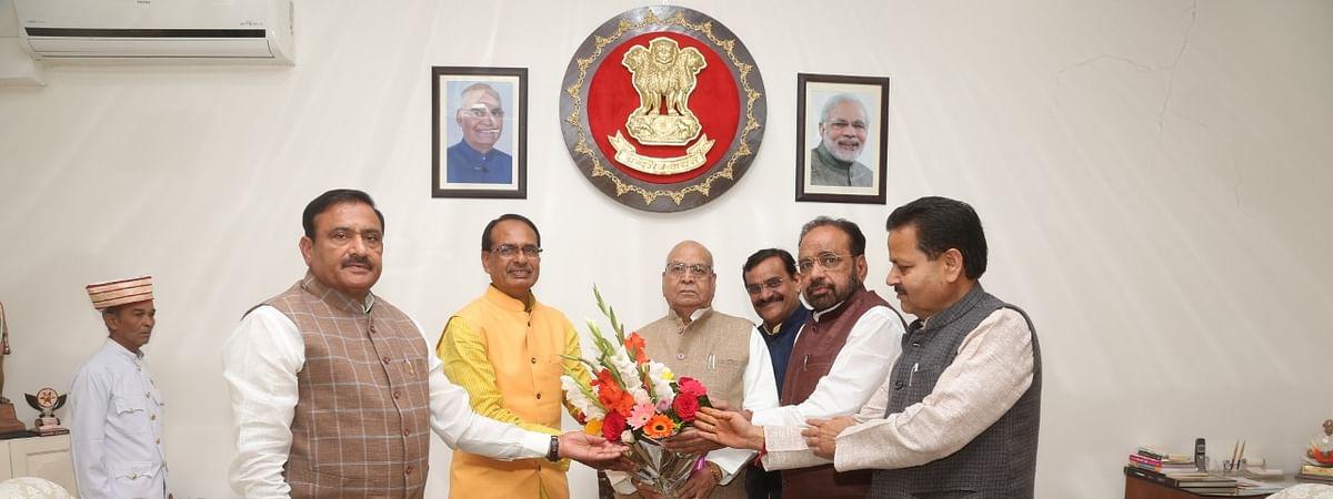 शिवराज सिंह राजभवन पहुंचे, सरकारी नियुक्तियों को बताया असंवैधानिक