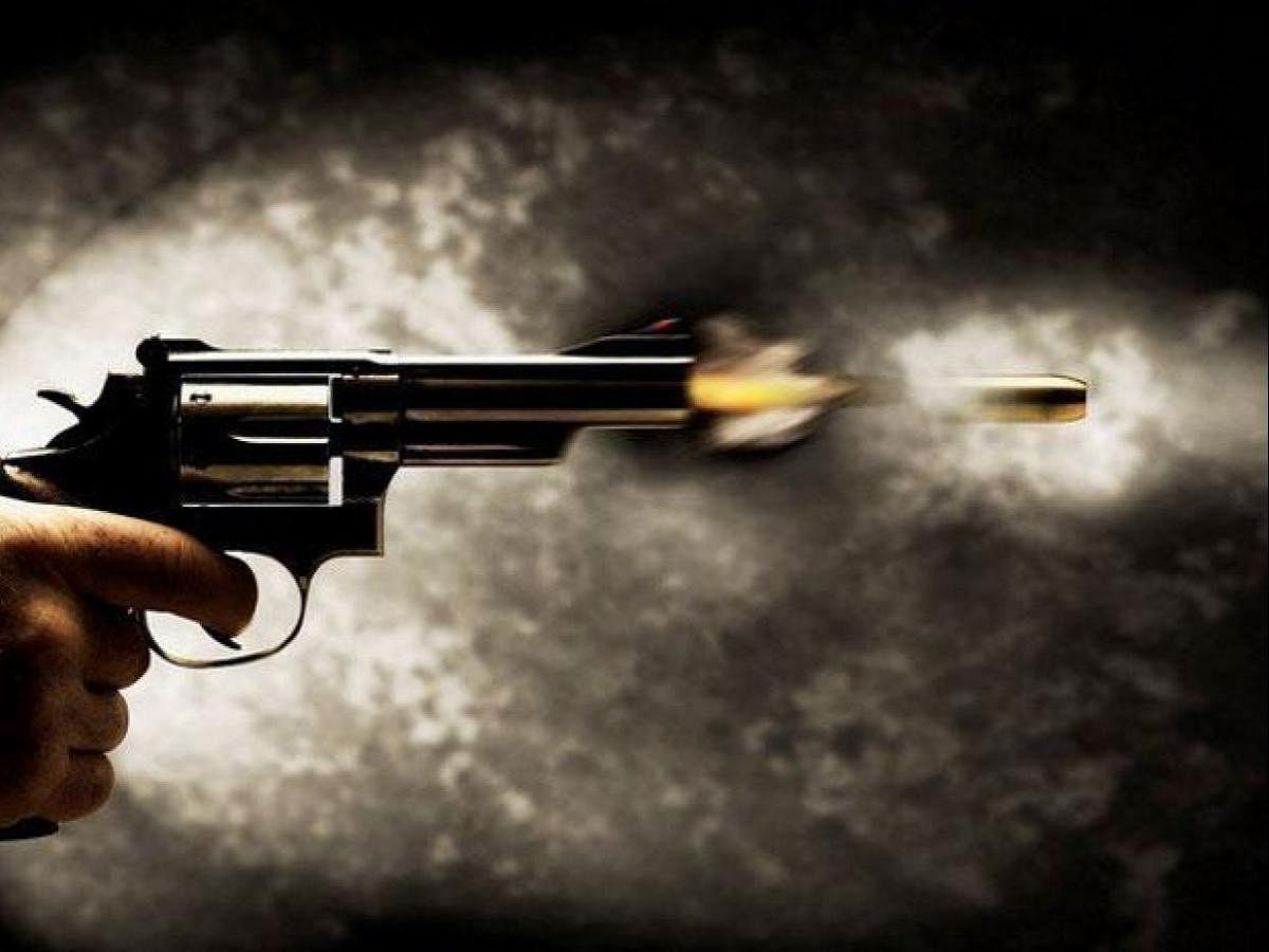जबलपुर में कर्फ्यू के दौरान पार्षद की गोली मारकर हत्या