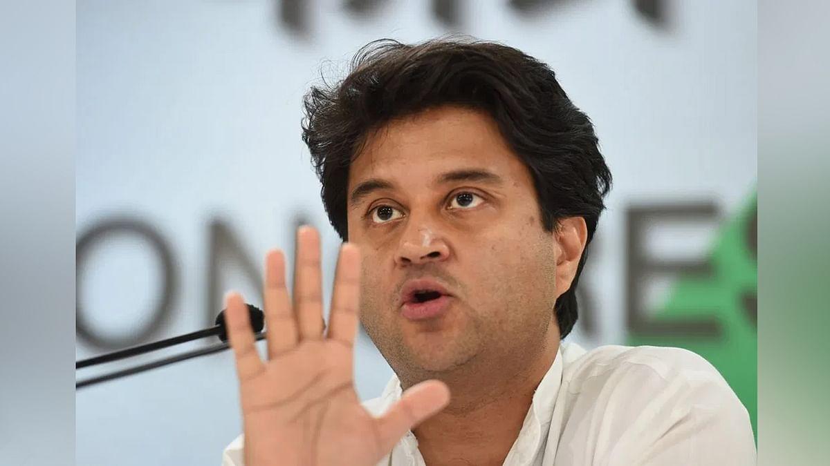विधायक घोटाला: सिंधिया ने तोड़ी चुप्पी, समर्थकों ने बनाई दूरी