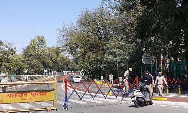 कोरोना कहर: यूपी में बढ़ा प्रतिबंध-15 जिलों में कड़ी सीमा बंदी
