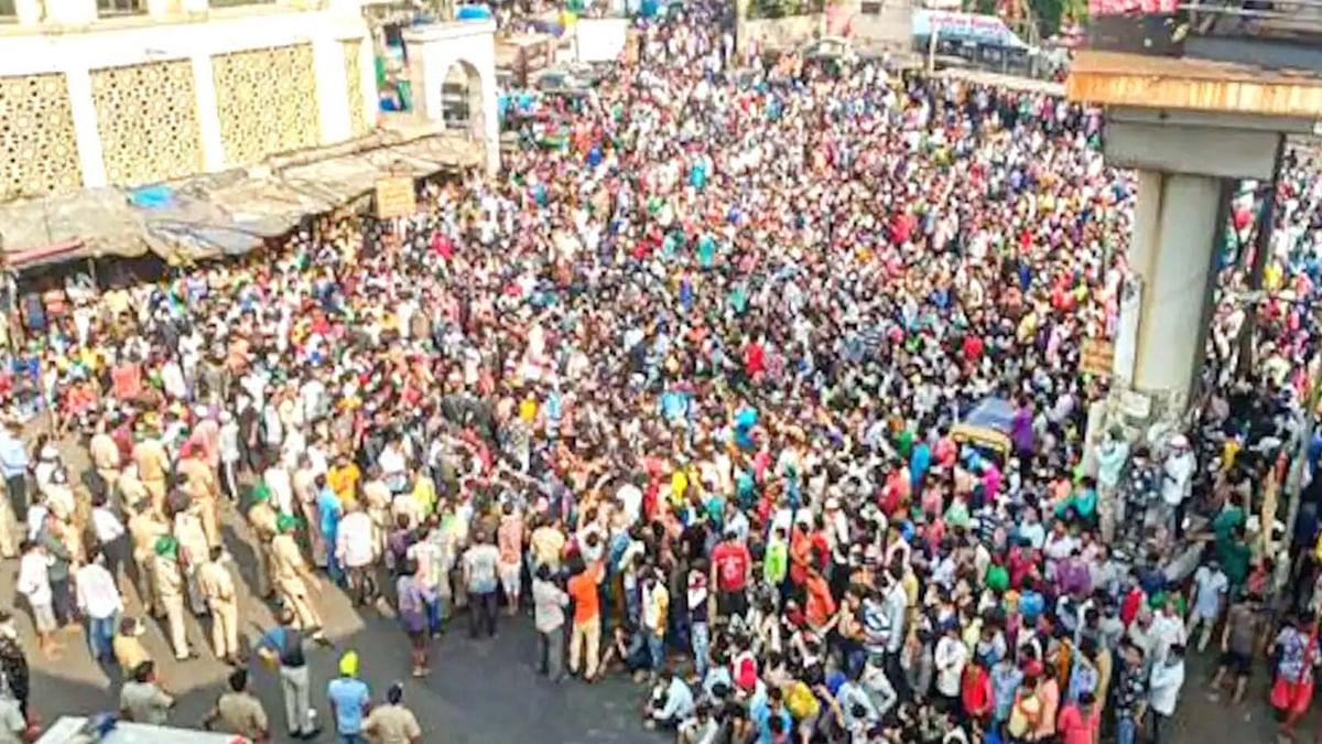 लॉकडाउन की दहशत ने तोड़े नियम-कानून, बांद्रा स्टेशन पर उमड़ी भीड़