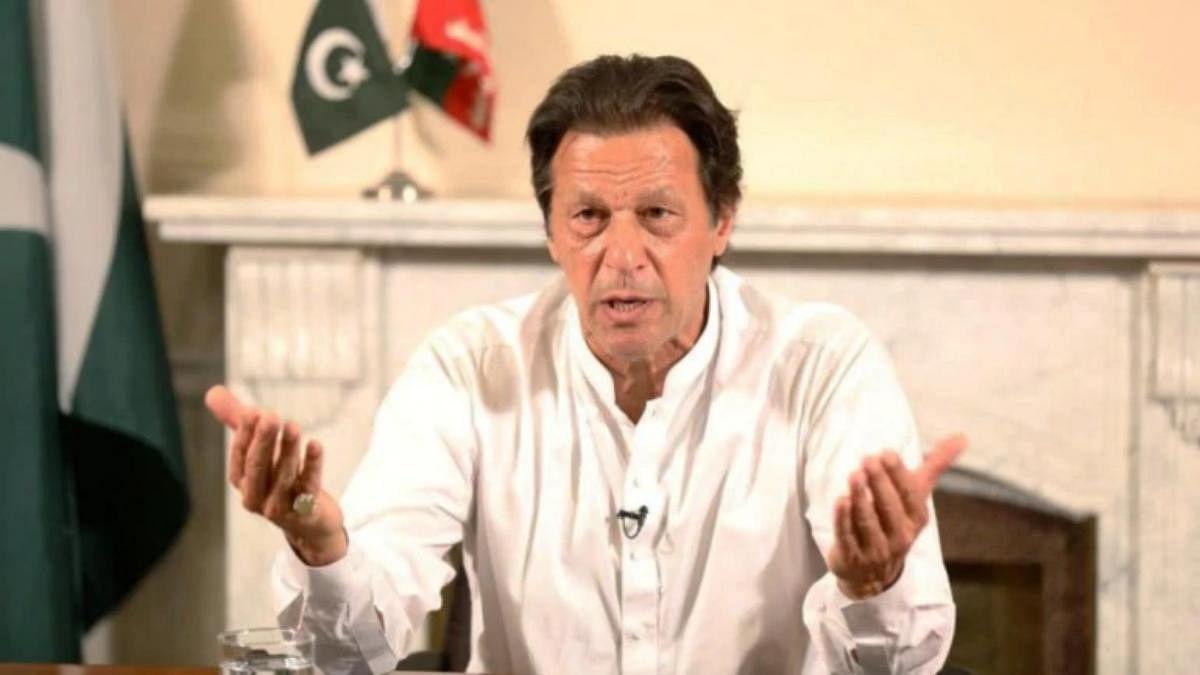 पाक PM इमरान खान ने लगाए नवाज शरीफ पर फौज को कमजोर करने के गंभीर आरोप