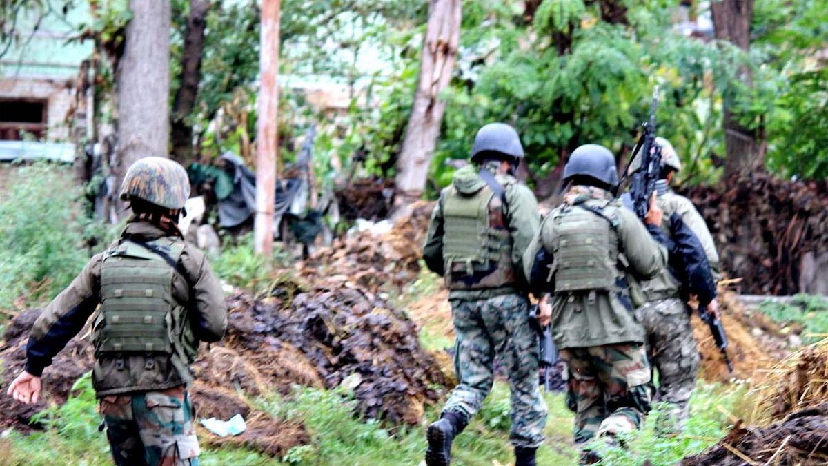 J&K: कुलगाम में आज फिर सुरक्षाबलों ने दो आतंकी किए ढेर-मुठभेड़ जारी