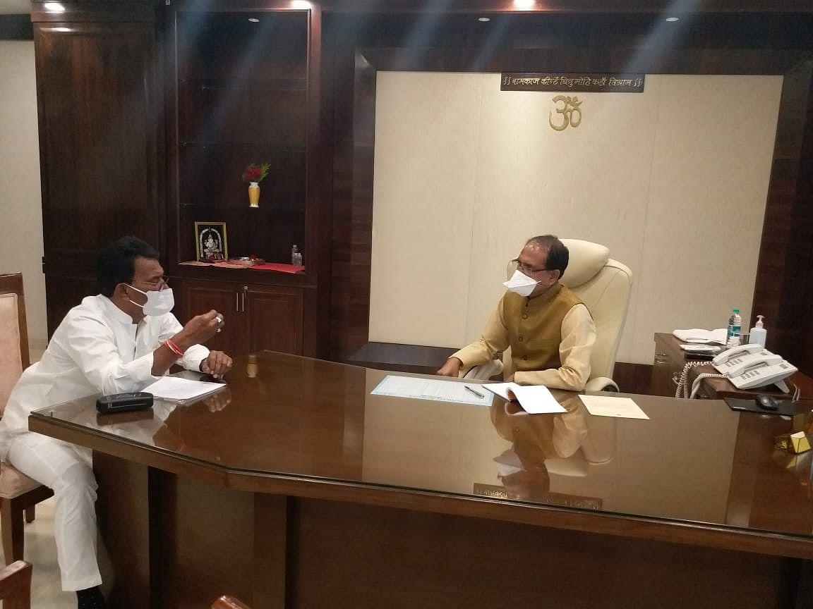 मुख्यमंत्री शिवराज सिंह चौहान से मिले पूर्व मंत्री तुलसी सिलावट