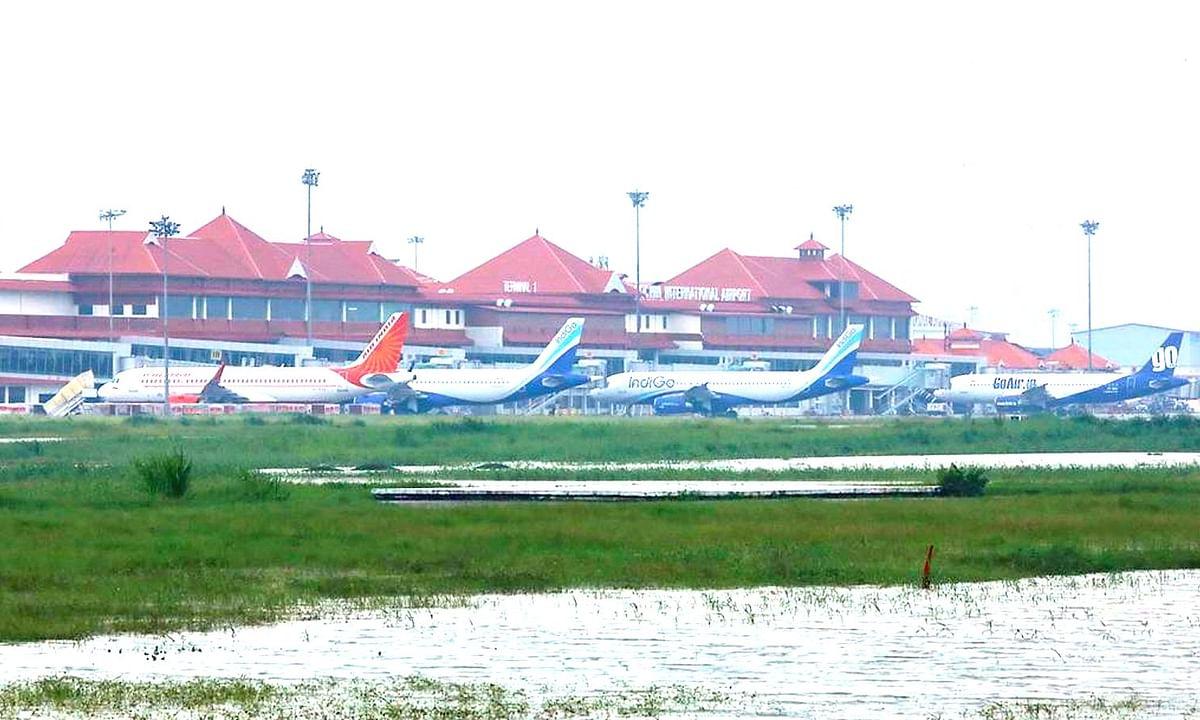 मार्च में हवाई यात्रियों की संख्या गिर कर पहुंची निचले स्तर पर