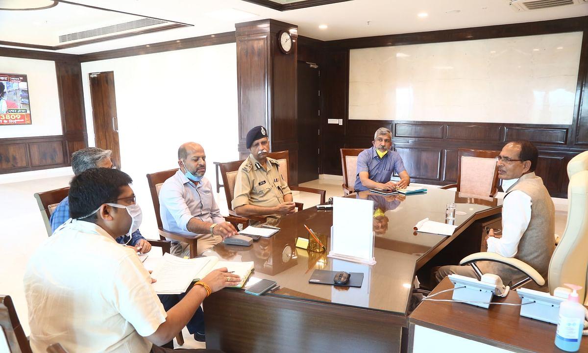 CM शिवराज ने स्वास्थ्य आयुक्त प्रतीक हजेला को हटाने के दिए निर्देश