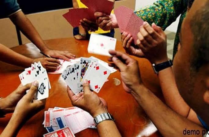 कोरोना लॉकडाउन में जुआ खेलते 10 लोगों को किया गिरफ्तार