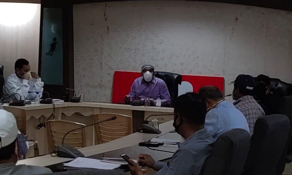 किराना होम सप्लाई सर्विस के निगमायुक्त ने बैठक में जाने हाल