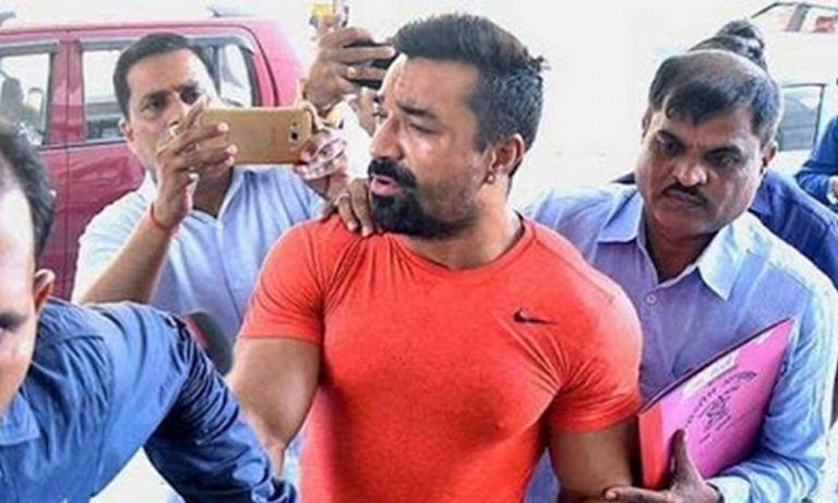एजाज खान को मुंबई पुलिस ने किया गिरफ्तार, जानें क्या है मामला