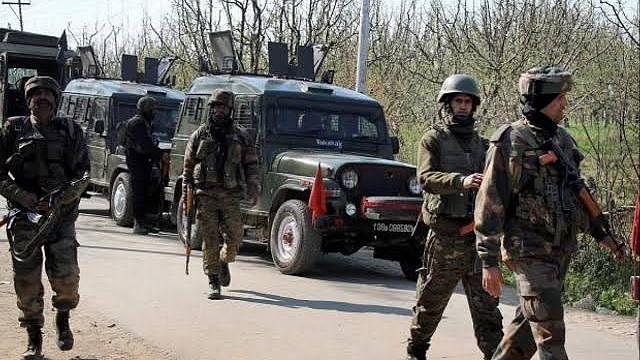 J&K: मुठभेड़ में सुरक्षाबलों की जीत-हिजबुल कमांडर समेत 4 आतंकी ढेर
