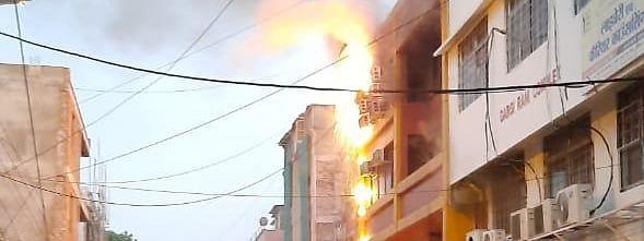 भोपाल के व्यावसायिक क्षेत्र में अग्निकांड से कॉल सेंटर हुआ धुआं-धुआं