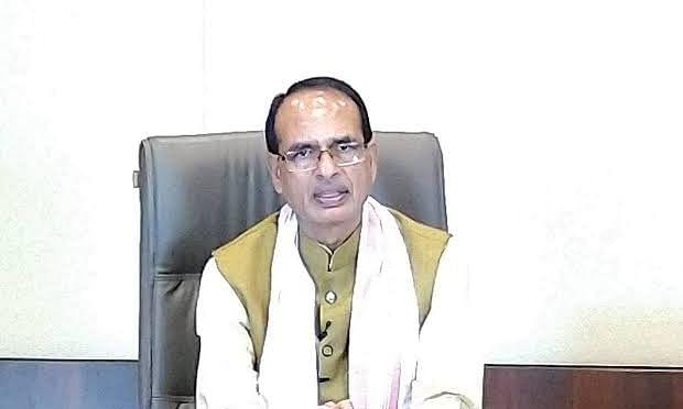 मुख्यमंत्री शिवराज ने मांगा कोरोना मामलों का पूर्ण ब्यौरा,2 निलंबित