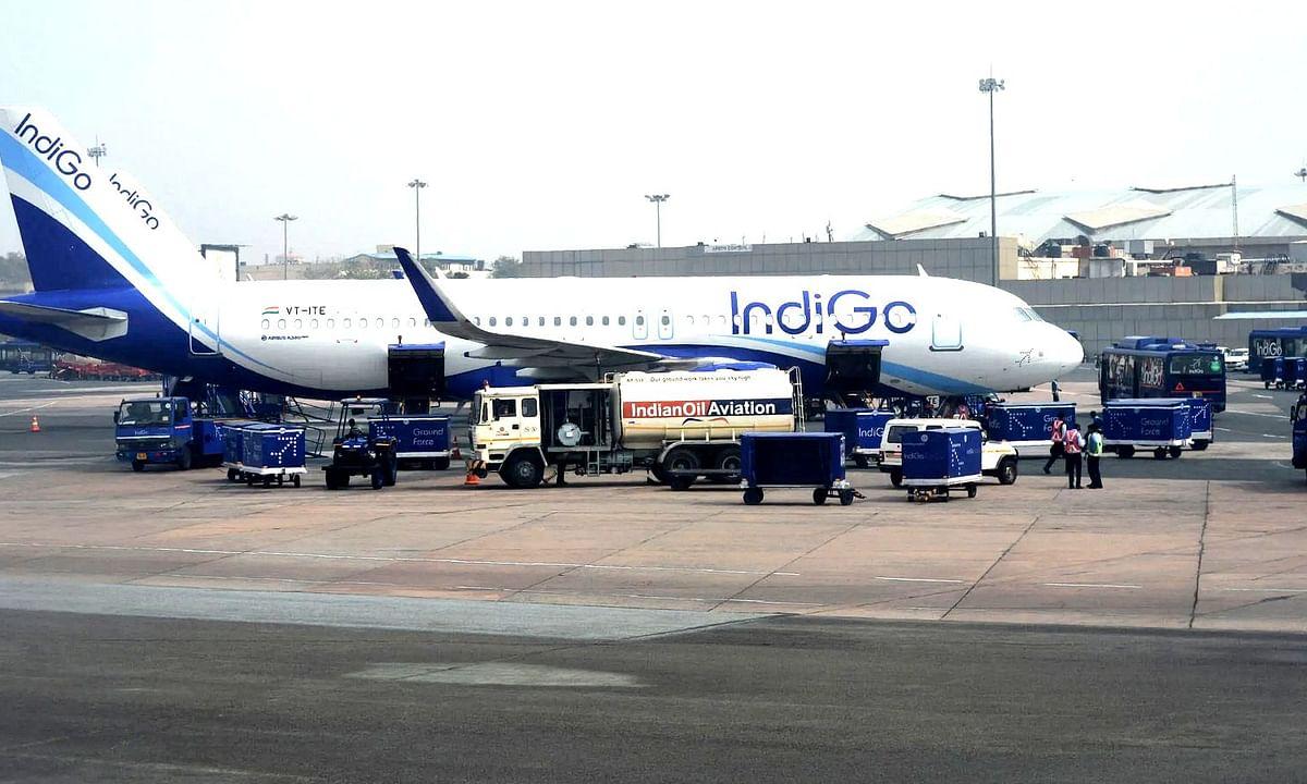 Spicejet के बाद अब IndiGo एयरलाइंस ने लिया वेतन कटौती का फैसला