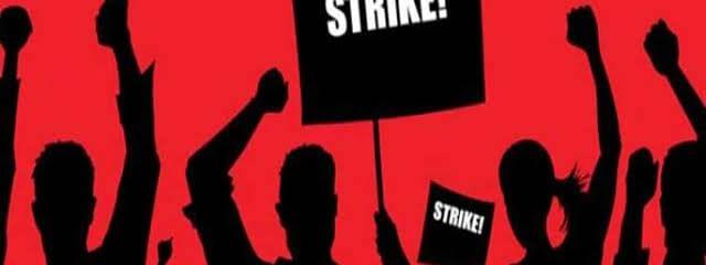 वेतन की मांग को लेकर जेएएच के सफाई कर्मियो ने की हड़ताल