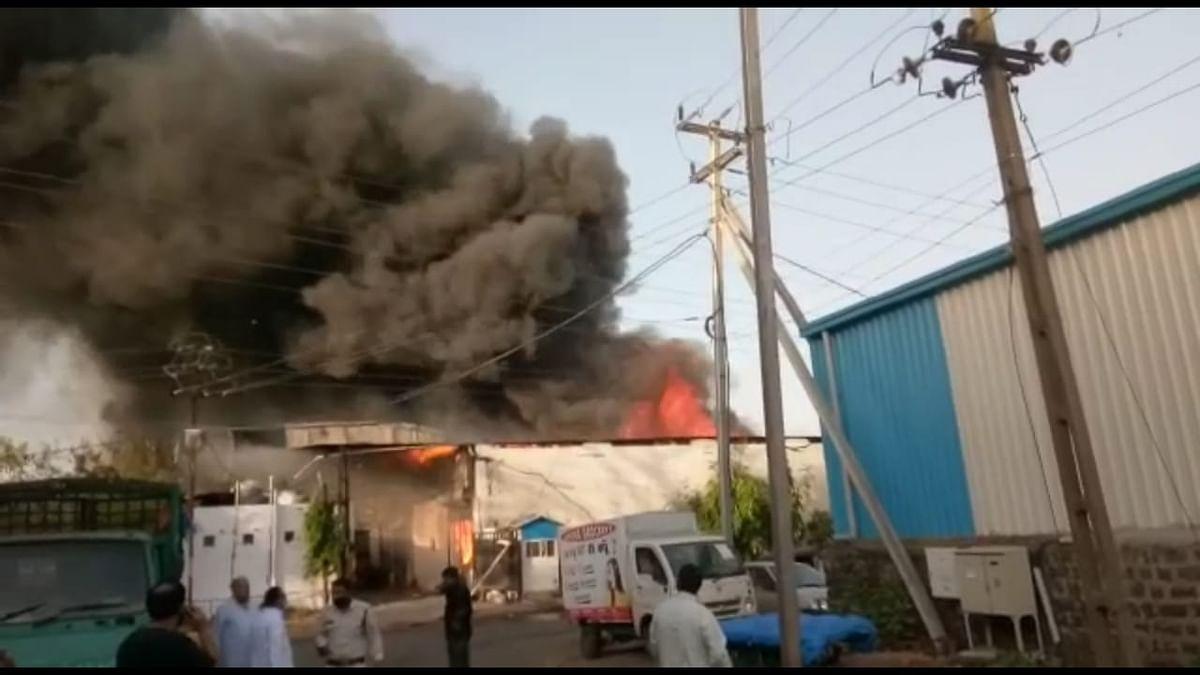 फिर से भड़की गोविंदपुरा औद्योगिक एरिया में आग, 12 दमकलें मौजूद
