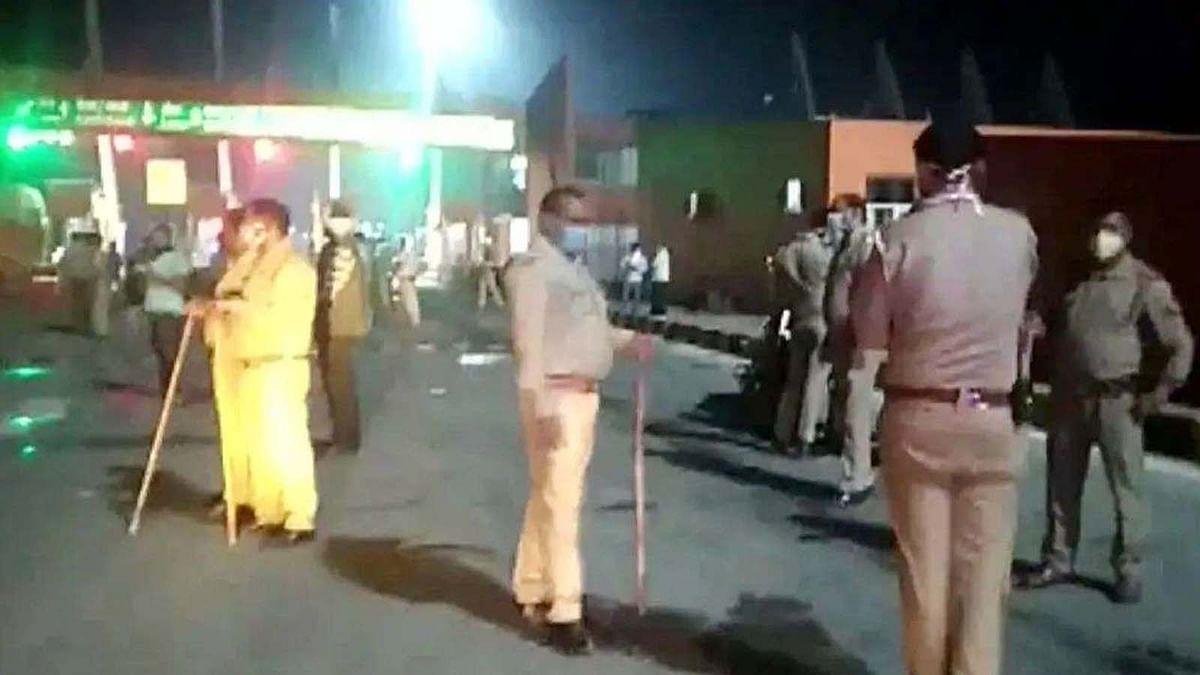 UP के मुजफ्फरनगर में पैदल चलकर घर जा रहे मजदरों को बस ने कुचला
