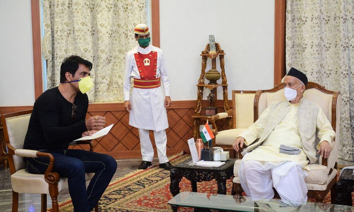 महाराष्ट्र के गवर्नर से मिले सोनू सूद, की उनके नेक काम की तारीफ