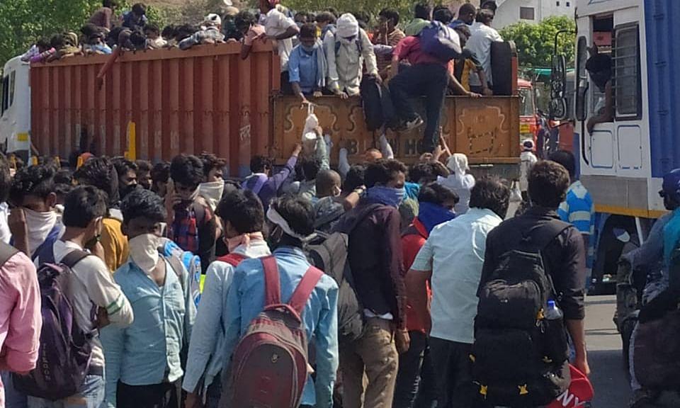 ट्रेन और बस सेवा के बाद भी नहीं रुका प्रवासी मजदूरों का पलायन