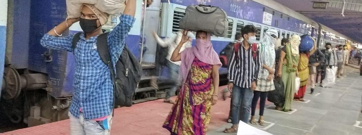 कमिश्नर भार्गव ने प्रवासी मजदूरों से स्वास्थ्य जांच की, की अपील