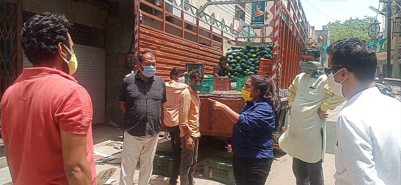 250 रूपये की रसीद बनवाकर लॉकडाऊन की धज्जियां उड़ा रहे व्यापारी
