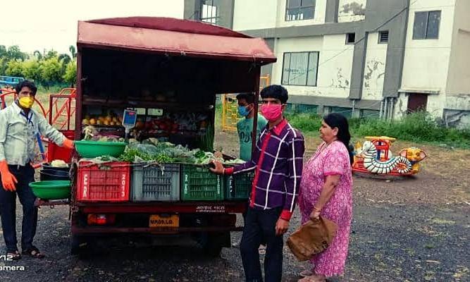 पोटलियों में बिक रही अमानक फल-सब्जी, चढ़ रही निगम के हत्थे
